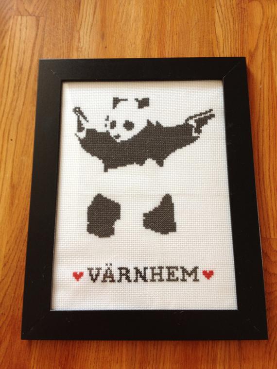 Banksy Panda i korsstygn